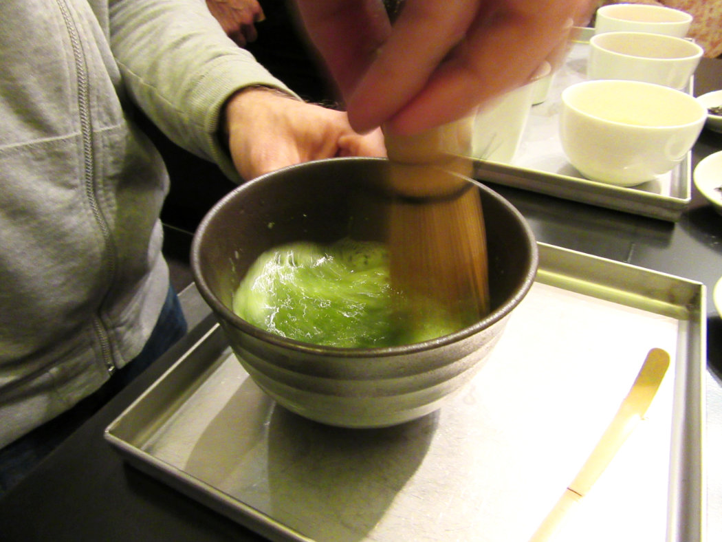 04_matcha_tea_shaking